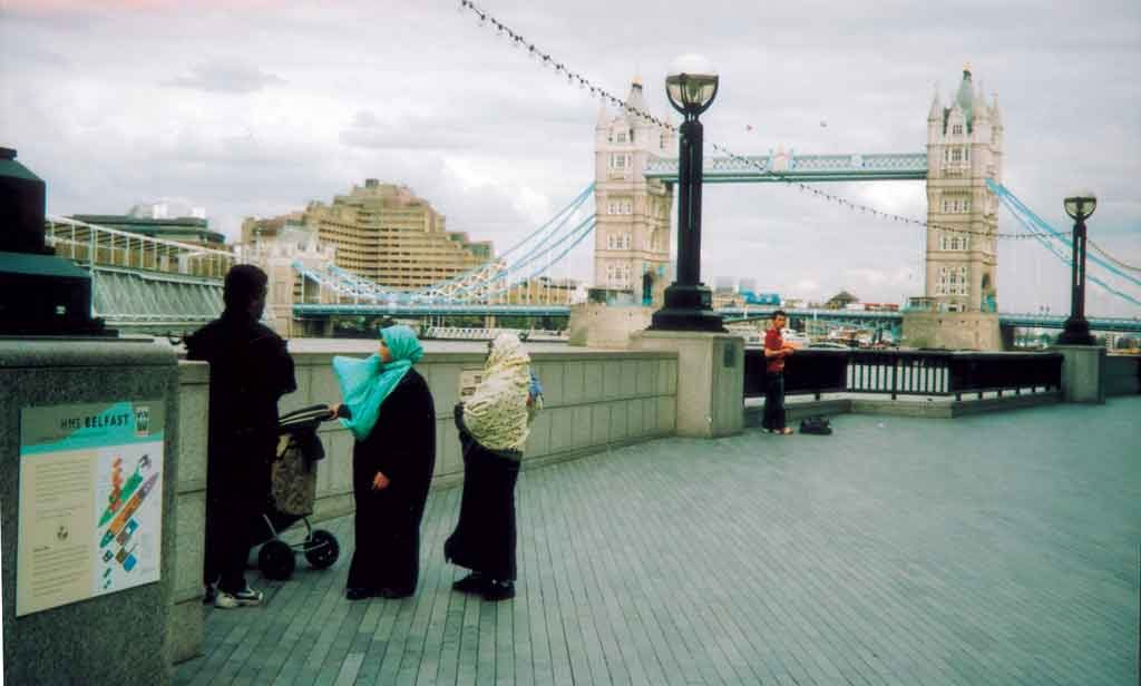 A family outing at Tower Bridge. Photo: AFIS